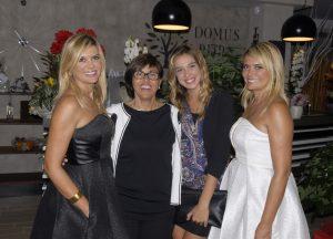 Le gemelle Squizzato ai lati, Elena Bocuccia e la modella Eleonora Cucco