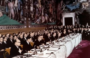 Risultati immagini per (Firma ufficiale dei Trattati di Roma, nella sala degli Orazi e Curiazi del Palazzo dei Conservatori sul Campidoglio di Roma)