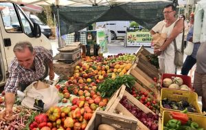 Alt text mercato contadino