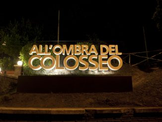 Alt text All'Ombra del Colosseo