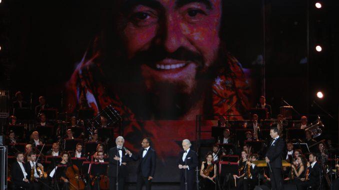 alt tag luciano pavarotti