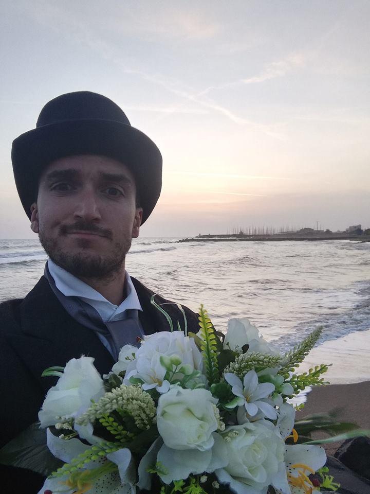 Alt text Oggi sposo